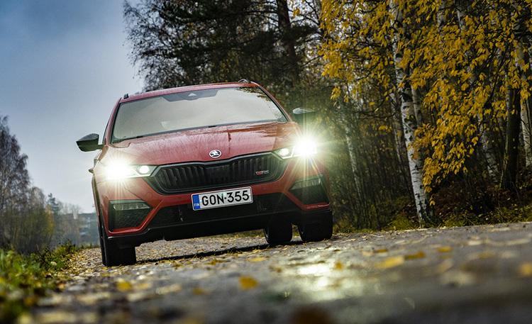 Ei kahta sanaa, tämä tulee myymään – ensifiilikset Škoda Octavia iV -lataushybridistä