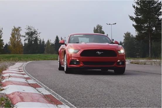 Video: Ford Mustang ja Lotus Elise radalla