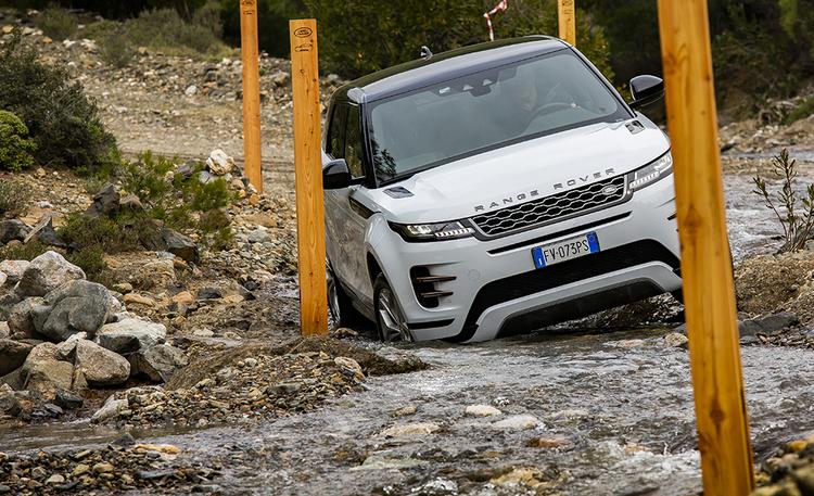 No nyt osuivat hinnat kohdilleen! Land Roverilta kaksi houkuttelevaa ja kyvykästä lataushybridiä