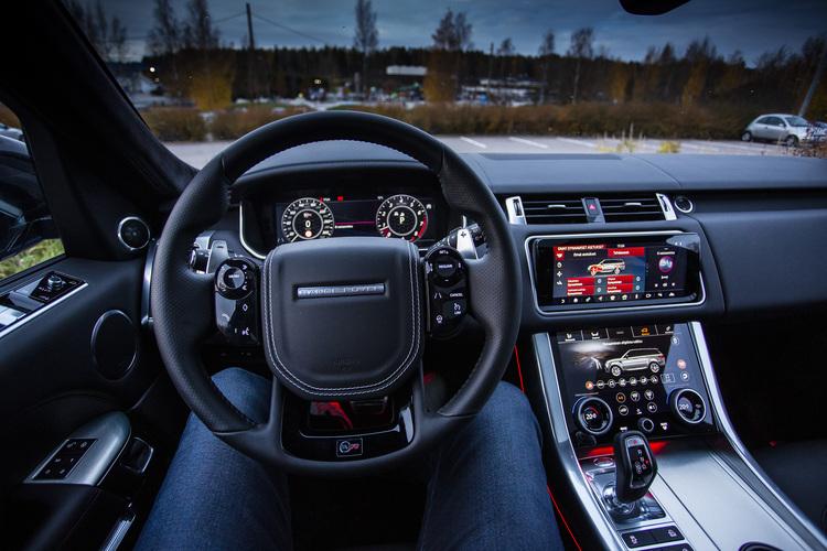 300000 euron edestä pakoäänipornoa – istuisitko rajun Range Rover Sport SVR:n ohjaimiin?