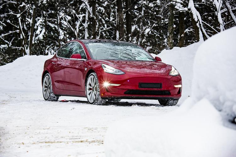 Tesla lunastaa lupauksensa: edullinen Model 3 Eurooppaan jo 6 kuukauden päästä