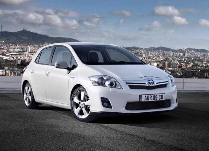 Autoesittely Toyota Auris 2007-2012