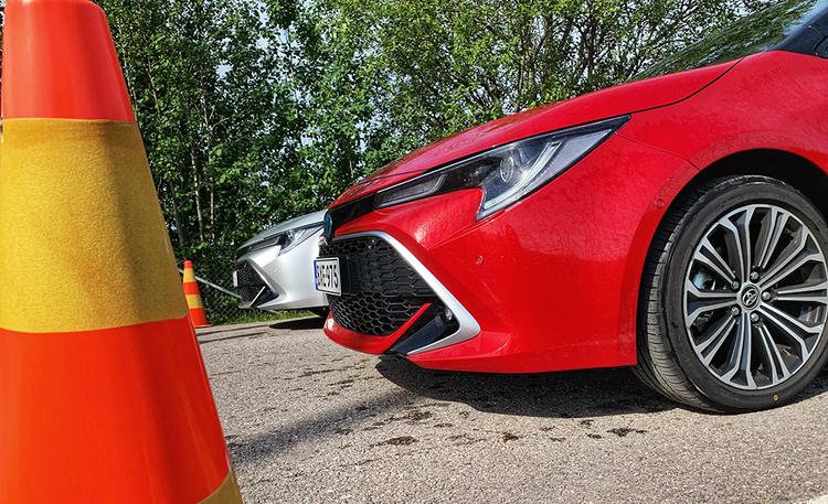 Kannattaako Toyota Corolla Hybrid valita 1.8- vai 2.0-litraisella moottorilla? Katso video suorituskyvyn erosta