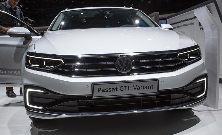 Volkswagen Passat uudistuu perusteellisesti – ajaa itsestään 0-210 km/h nopeuksilla