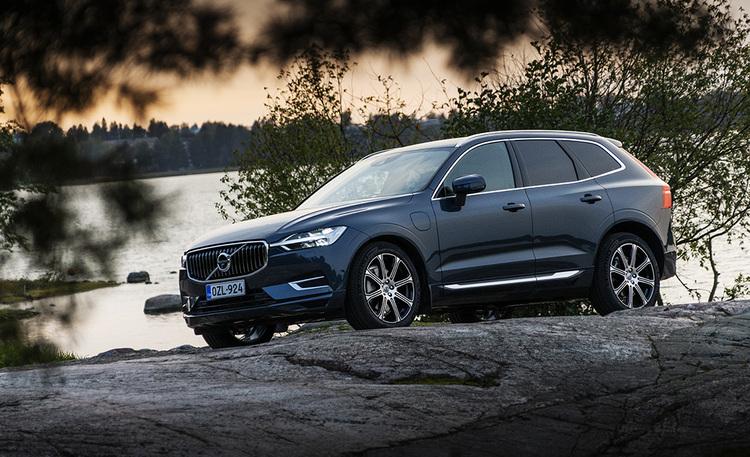 Parhaasta vieläkin parempi – Volvo XC60 T6 Recharge -lataushybridi hämmästyttää turvallisuudella ja pienillä käyttökuluilla