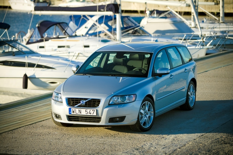 Autoesittely Volvo V50 2010-2011