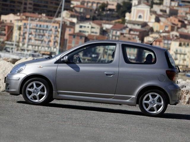 Autoesittely Toyota Yaris 2001-2005