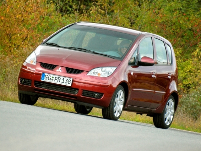 Autoesittely Mitsubishi Colt 2005-2007