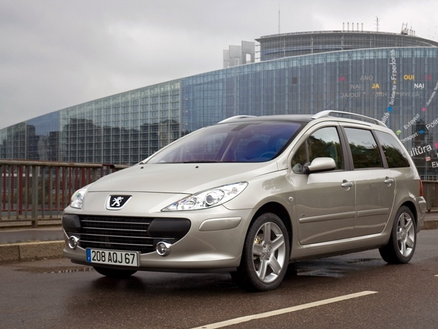 Autoesittely Peugeot 307 SW (2002)