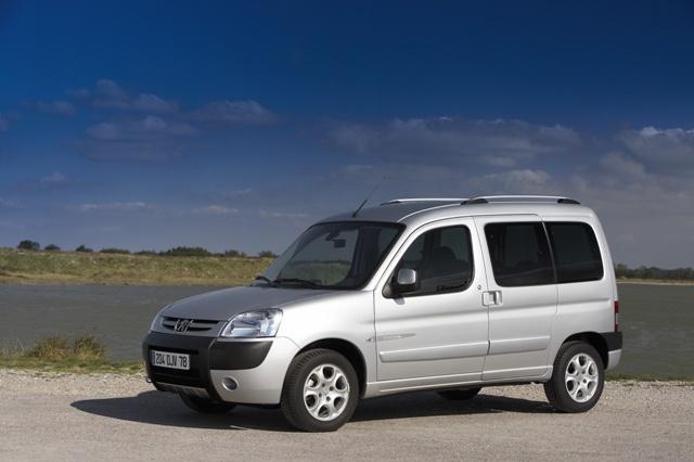 Autoesittely Peugeot Partner 2003-2011