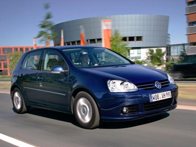 Autoesittely Volkswagen Golf 2003