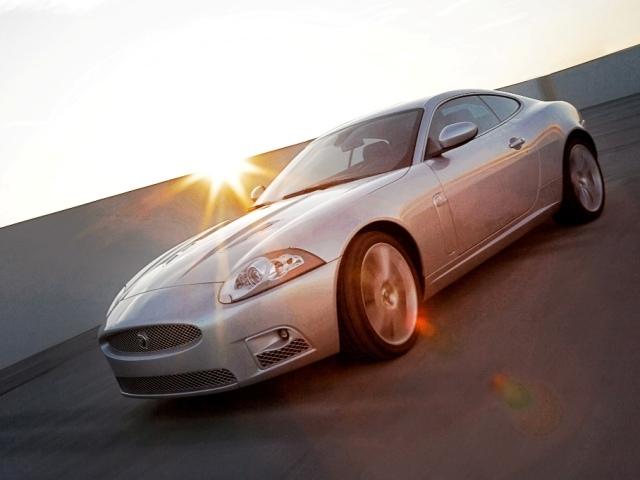 Autoesittely Jaguar XK (2008)