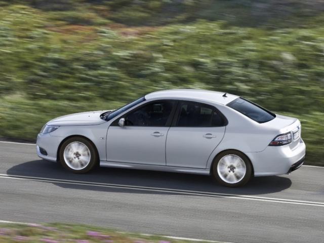 Autoarvio: Koeajossa Saab 9-3 Sport Sedan 2.0t Vector M6