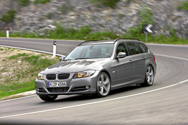 Autoesittely BMW 335i farmari