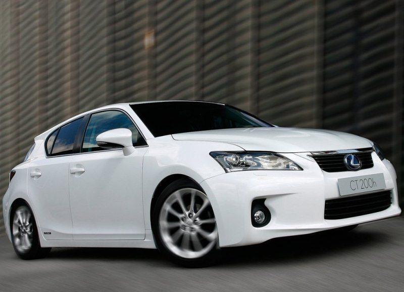 Autoesittely Lexus CT 200h 2012