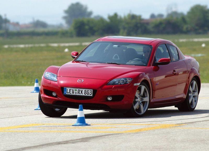 Autoesittely Mazda RX-8 2003-2012
