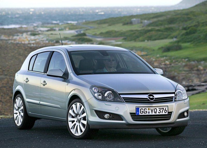 Autoesittely Opel Astra 2004-2009