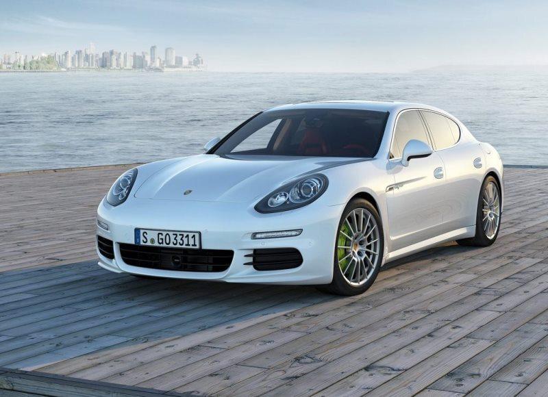 Autoesittely Porsche Panamera 2013