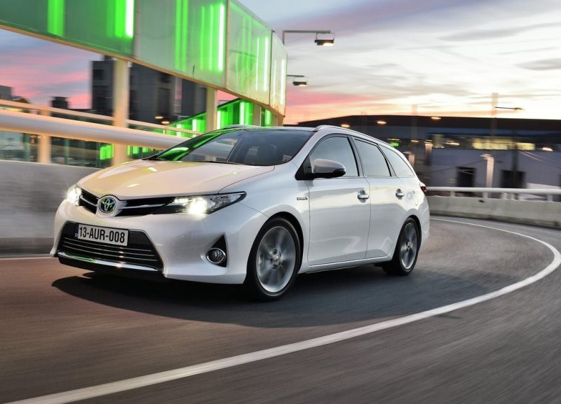 Autoesittely Toyota Auris Touring Sports 2013