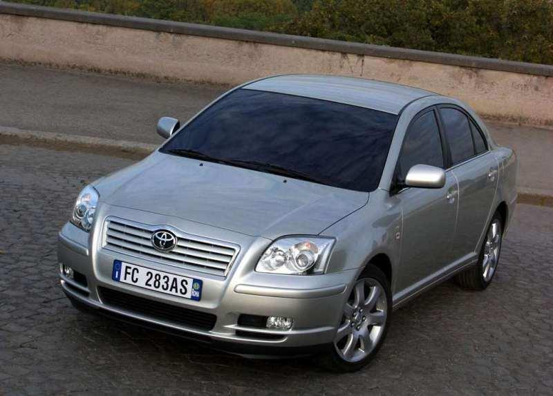 Autoesittely Toyota Avensis 2003-2010