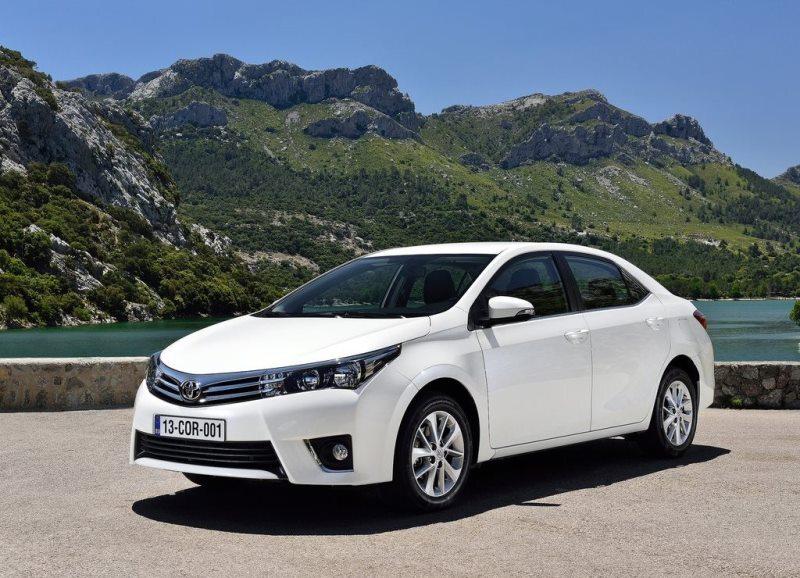 Autoesittely Toyota Corolla 2013