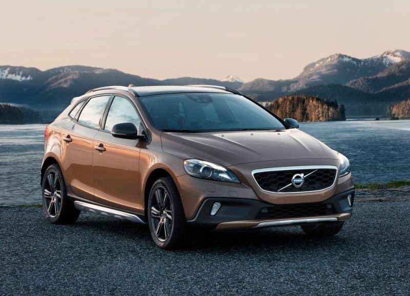 Autoesittely Volvo V40 Cross Country 2013