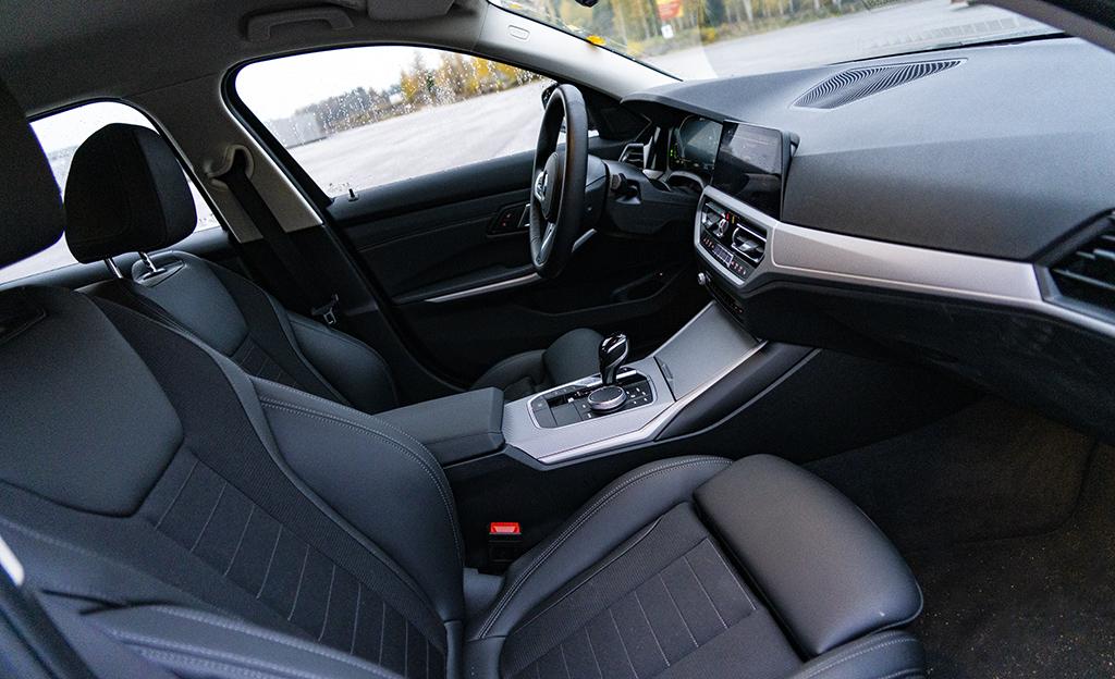 BMW 330e etupenkit