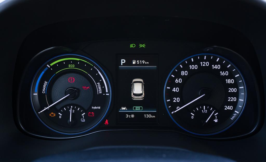 Hyundai Kona Hybrid mittaristo