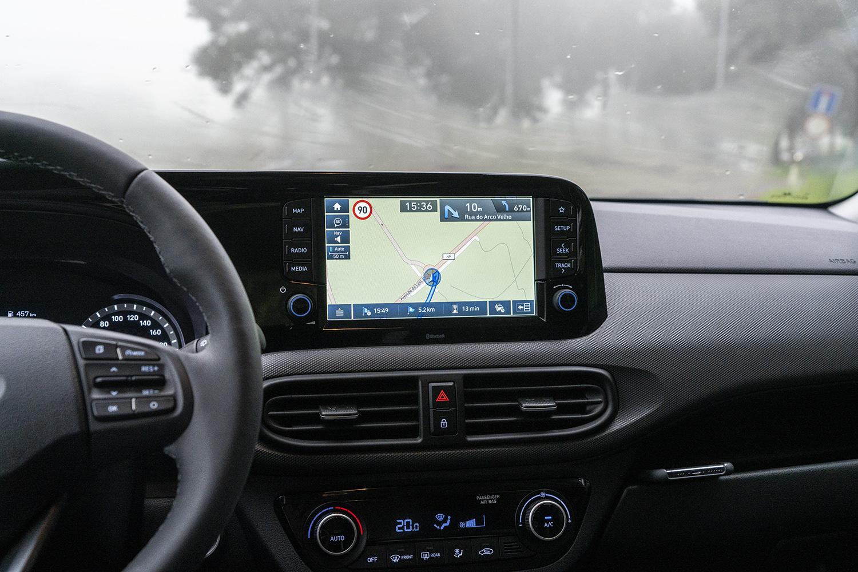 Hyundai i10 multimediajärjestelmä 8 tuumaa