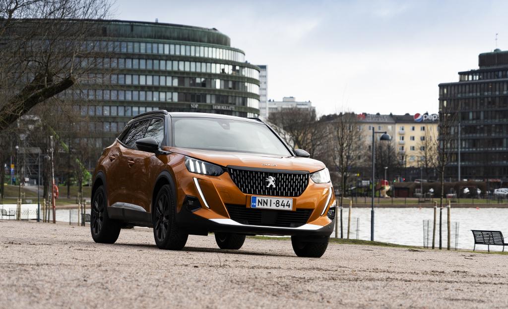 Peugeot 2008 edestä