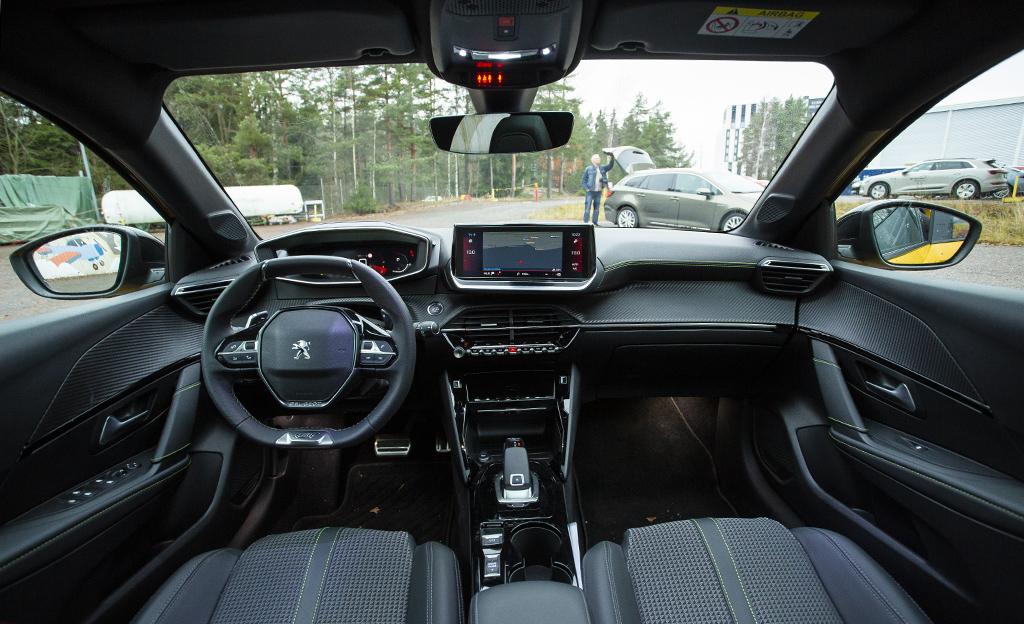 Peugeot 208 sisältä