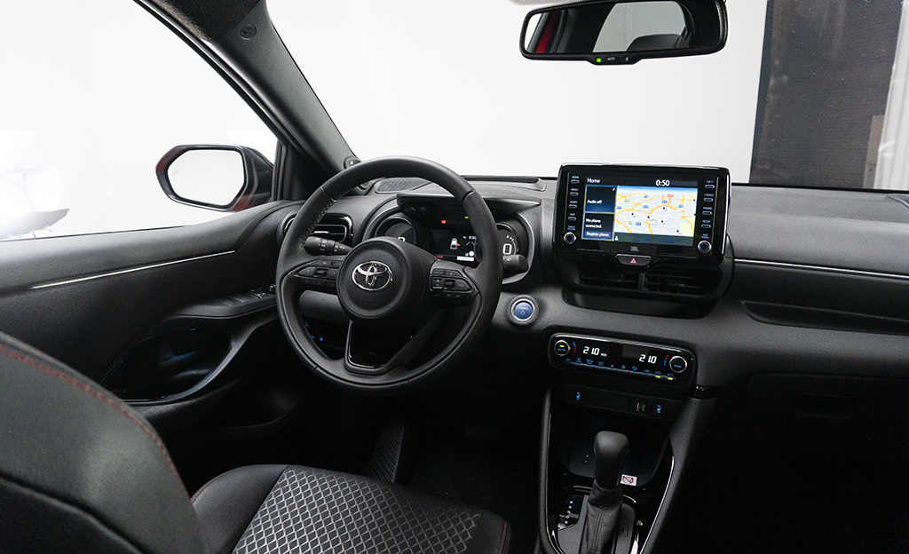 Toyota Yaris 2020 ohjaamo
