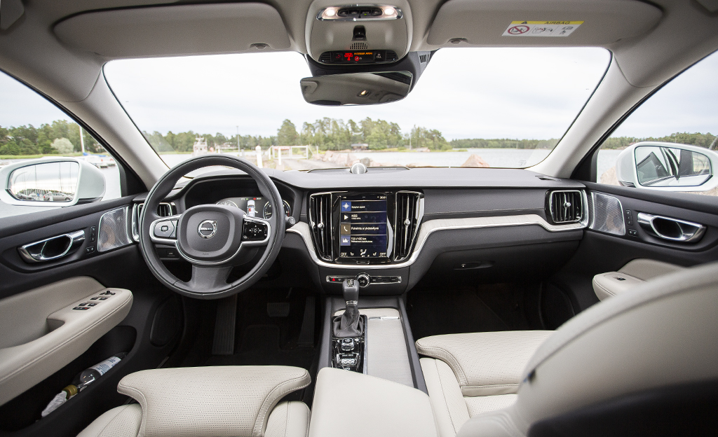Volvo V60 Cross Countryn ohjaamo