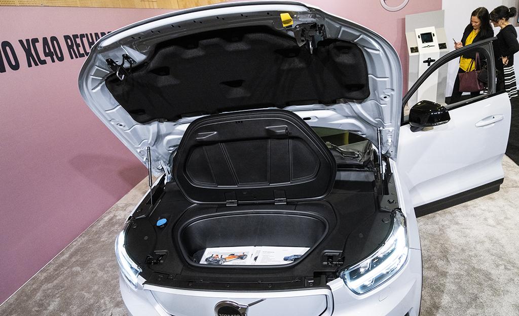 XC40 sähköauton etutavaratila frunk