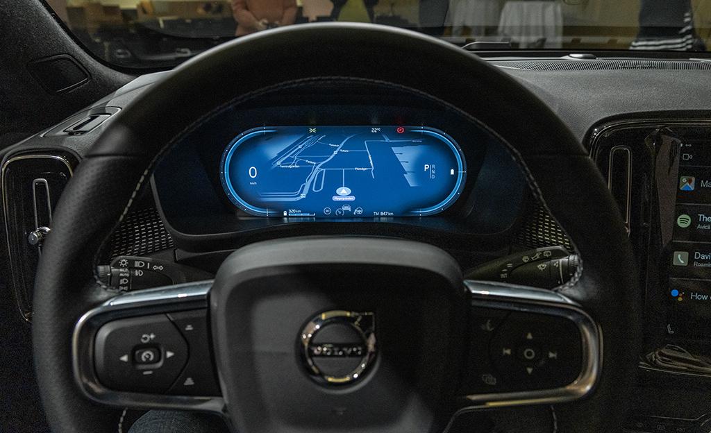 Volvo XC40 Recharge virtuaalimittaristo