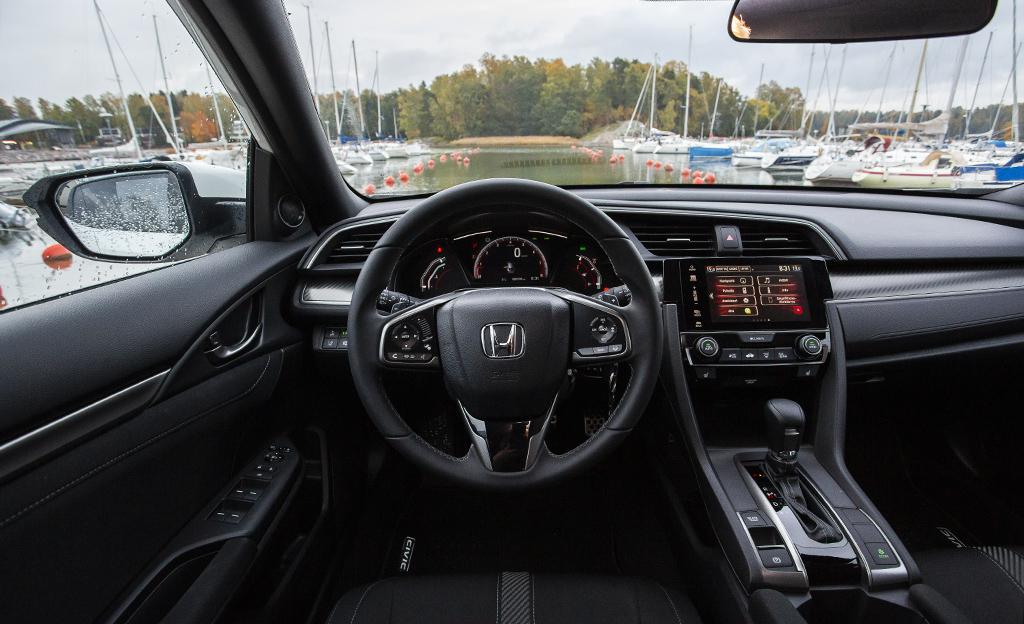 Honda Civic ohjaamo
