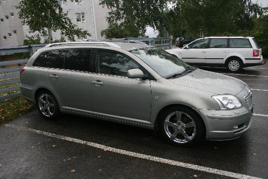 Myydään Toyota Avensis 2003, Tampere (ZPF-659)